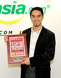 YesAsia.com Founder and CEO Joshua Lau with the Internet Retailer Top 50 Award